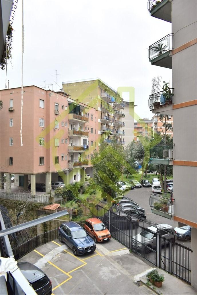 NAPOLI – RIONE ALTO CENTRALISSIMO 3 VANI 2 ACC. CON POSTO AUTO