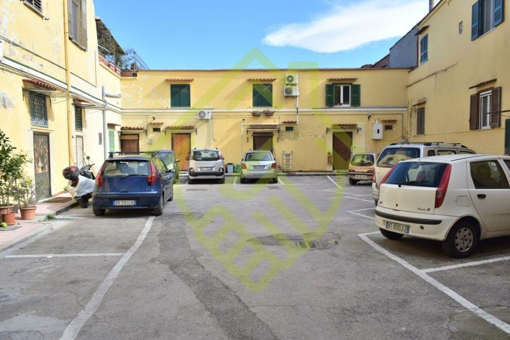 NAPOLI – ZONA OSPEDALIERA (SANTACROCE) – 2 VANI CON POSTO AUTO